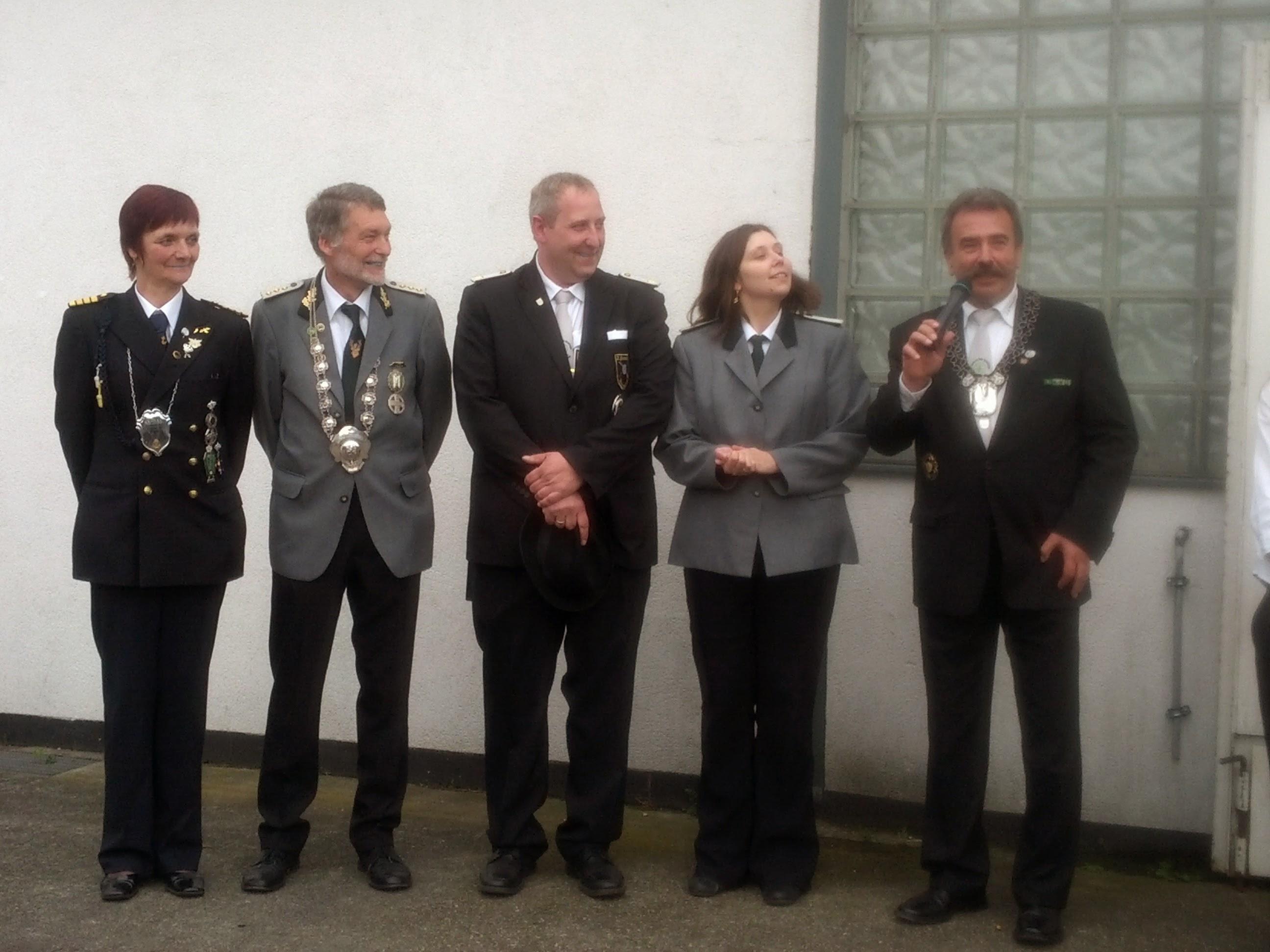 Das neue Regimentskönigspaar Klaus und Stephanie Jordan mit dem Vorgänger Klaus Maibauer und Königin Uschi